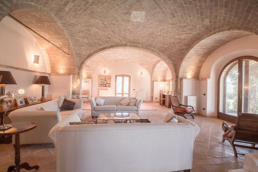 18 - Villas and castles CASTEL DEL PIANO (GR)