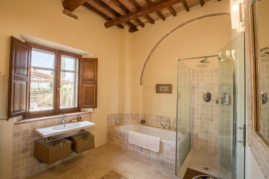 31 - Villas and castles CASTEL DEL PIANO (GR)