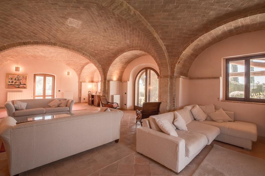 21 - Villas and castles CASTEL DEL PIANO (GR)