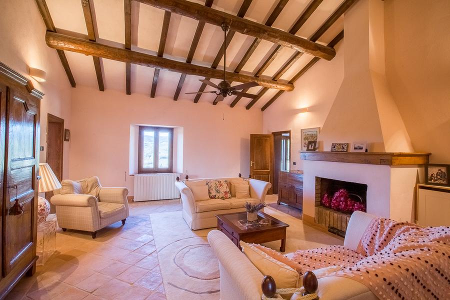 22 - Villas and castles CASTEL DEL PIANO (GR)