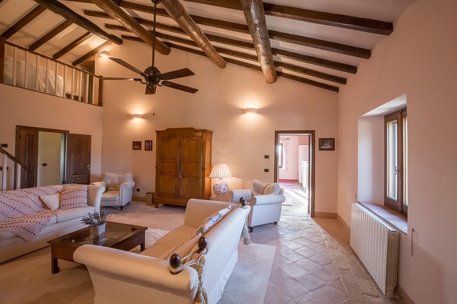 26 - Villas and castles CASTEL DEL PIANO (GR)