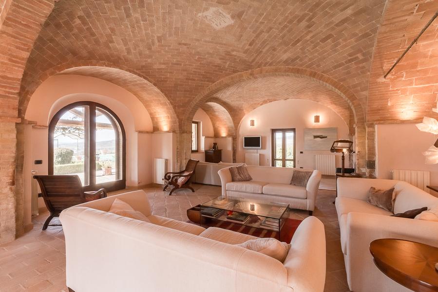 17 - Villas and castles CASTEL DEL PIANO (GR)